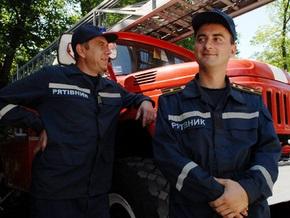 В Херсоне бойцы МЧС спасли юношу, зацепившегося губой за забор