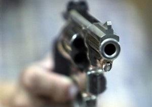 В Луганске мужчина открыл стрельбу по компании молодежи, которая шумела у него под окнами