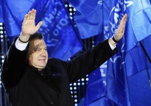 Тарасюк не верит в поздравления Януковича из-за границы. В ПР заявляют о мировом признании
