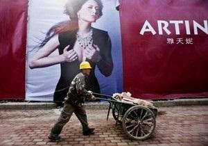 В Пекине демонтируют рекламу роскоши