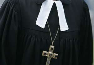 Архиепископ Эдинбурга призывает христиан носить крестик