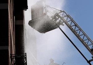В Киеве горит помещение станции Караваевы дачи