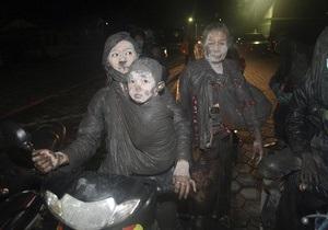 Число жертв извержения вулкана в Индонезии превысило 120 человек