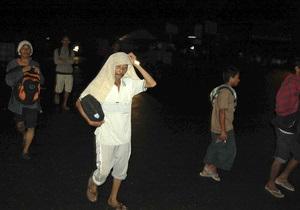 Жертвами цунами, обрушившегося на Суматру, стали более 30 человек
