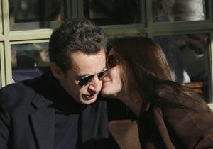 Саркози приехал в клинику к супруге, чтобы увидеть новорожденную дочь