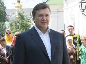 Янукович поднялся к могиле Шевченко