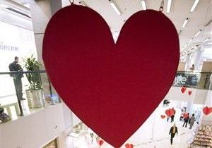 Новости Винницы - День Святого Валентина - В Виннице в честь Дня Святого Валентина построили 60-метровую стену любви и устроили 30 свадеб