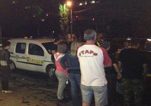 Оформление ДТП на Борщаговке в Киеве переросло в столкновение местных жителей с милицией