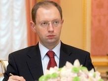 Яценюк попросил коммунистов сесть за стол и расписаться