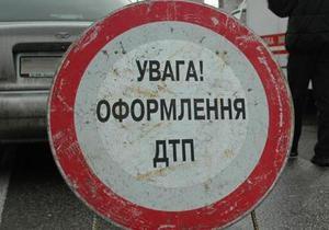 Во Львовской области столкнулась маршрутка и легковой автомобиль, 13 человек пострадали