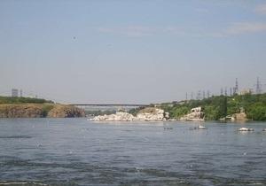 Угроза паводка: в Запорожье за строящимися через Днепр мостами установят видеонаблюдение