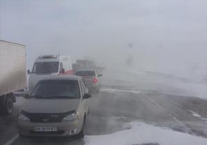 В Крыму сотни автомобилей оказались в снежном плену