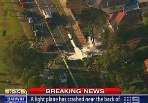 В Австралии легкомоторный самолет упал рядом со школой
