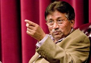 В экс-президента Пакистана Мушаррафа, выходившего из здания суда, бросили ботинок