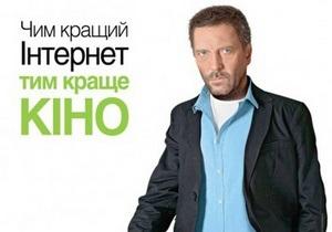 В Киеве появилась реклама с двойником Хью Лори