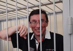 Луценко рассказал, как подарил Януковичу альбом Наколки в тюрьмах СССР