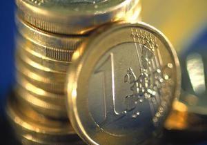 Евро близок к недельному максимуму к доллару