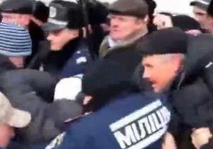 В Хмельницком во время митинга Свободы против политики ПР произошла потасовка