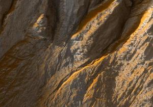 Американский спутник обнаружил на поверхности Марса мост