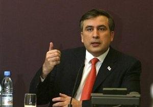 Саакашвили раскритиковал Францию за продажу новейшего вертолетоносца России