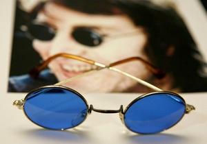 ФБР сняло с аукциона отпечатки пальцев Джона Леннона