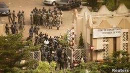 Военные в Мали приостановили действие конституции