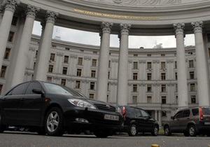 Красиво жить запретишь: Кабмин продлил запрет на покупку дорогих авто для чиновников