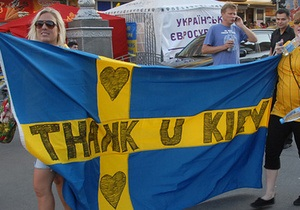 Киевские власти обещают убрать мусор на Трухановом острове на протяжении суток после выезда шведов