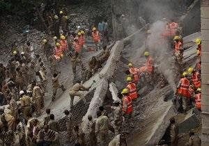 Обрушение здания в Индии: число погибших превысило 60 человек