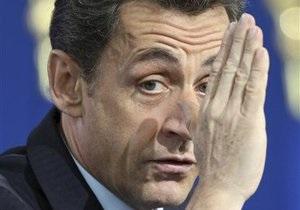 Французский школьник бросил в Саркози пластиковую бутылку
