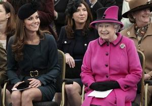 Королева моды: Букингемский дворец отметит 60-летие коронации Елизаветы показом мод