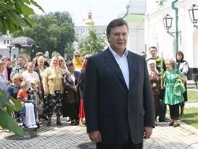 Ъ: Виктор Янукович помолился и открестился