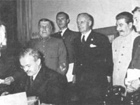 70 лет назад был подписан пакт Молотова-Риббентропа