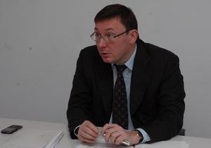 Луценко называет угрозу Януковича уволить Черновецкого политическим торгом