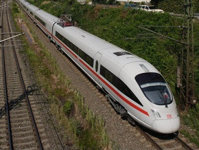 Пьяный немец выжил после того, как его переехал поезд