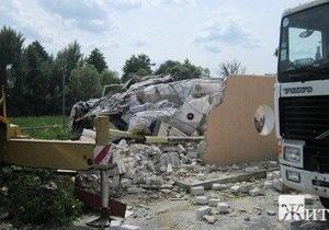 В Житомирской области на дорогу вылилось около 10 тысяч литров молочной кислоты