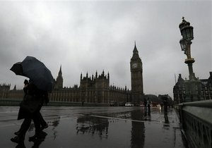 Кредитный рейтинг Британии упал впервые с 1978 года