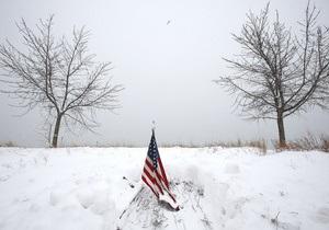 Из-за надвигающейся снежной бури Немо в США отменены тысячи авиарейсов. Американцы закупают продукты