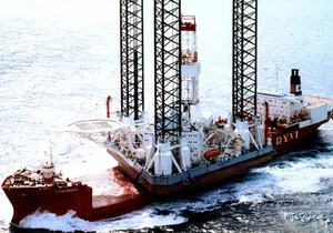 В Охотском море перевернулась плавучая буровая платформа