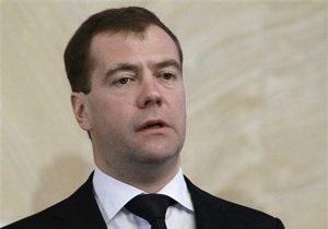 Медведев поручил главе МВД РФ  тряхнуть всю транспортную милицию