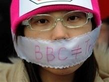 Китайцы в Великобритании протестуют