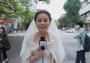 Новости Китая: В Китае журналистка вела репортаж о землетрясении в свадебном платье