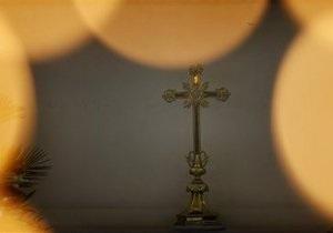 РПЦ отстранила от службы протодиакона, избившего женщин
