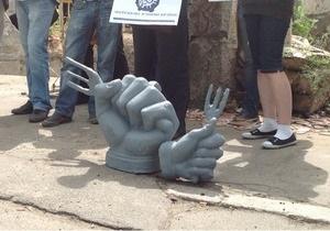 В Киеве установили памятник Дерибану