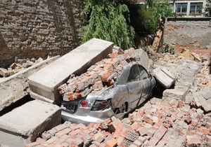 Рухнувшую стену в центре Киева восстановят за счет местных властей