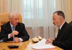 Азаров заверил, что не будет защищать Табачника: Бери шинель - иди домой