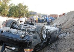 В Киеве кабриолет BMW влетел в котлован: водитель погиб
