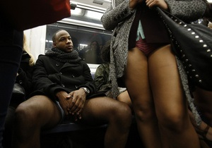 Фотогалерея: В метро без штанов. По миру прокатилась волна флешмобов No Pants Subway Ride