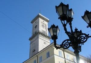 Башню львовской ратуши закрывают для посетителей до середины октября