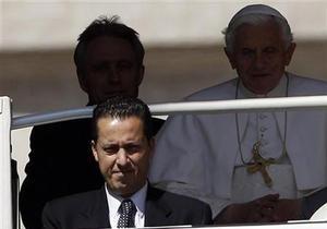 Папа Римский помиловал своего бывшего камердинера